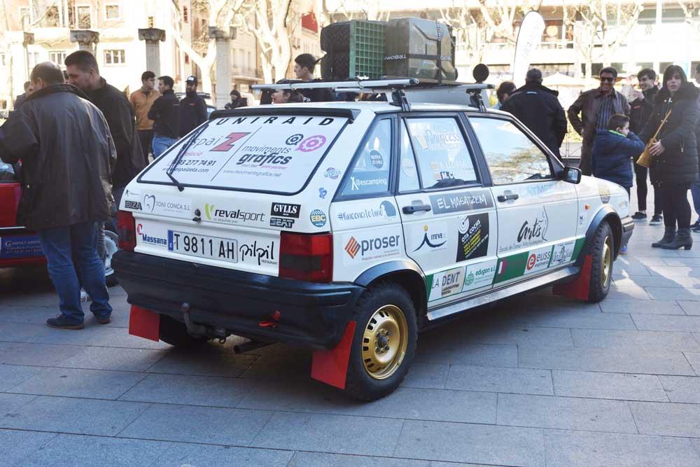 coche de rally rotulado