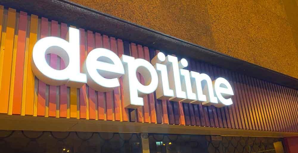 Rètol de lletres corpòries il·luminat